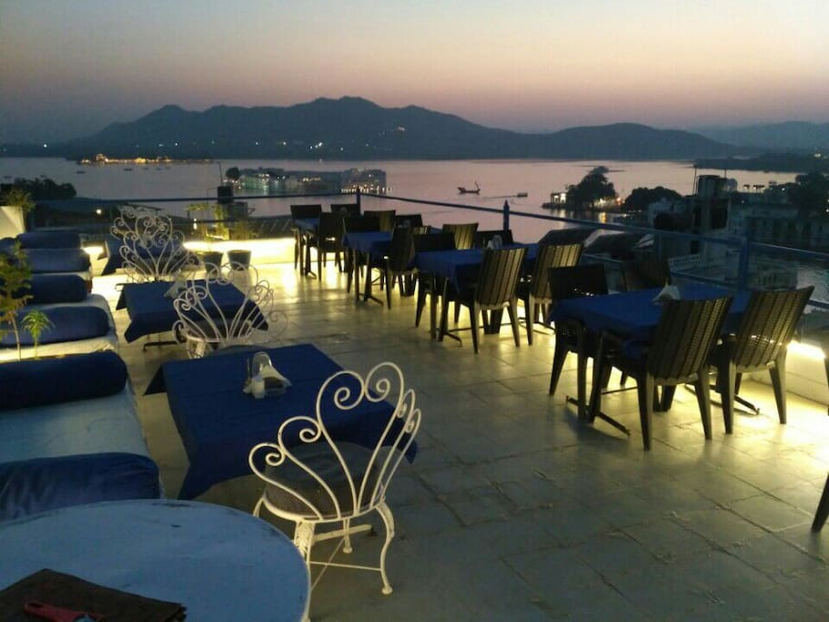 Beautiful rooftop restaurant overlooking the Lake pichola