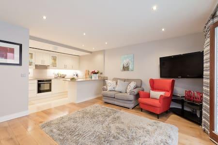 Stylish brand new apartment - Dublín