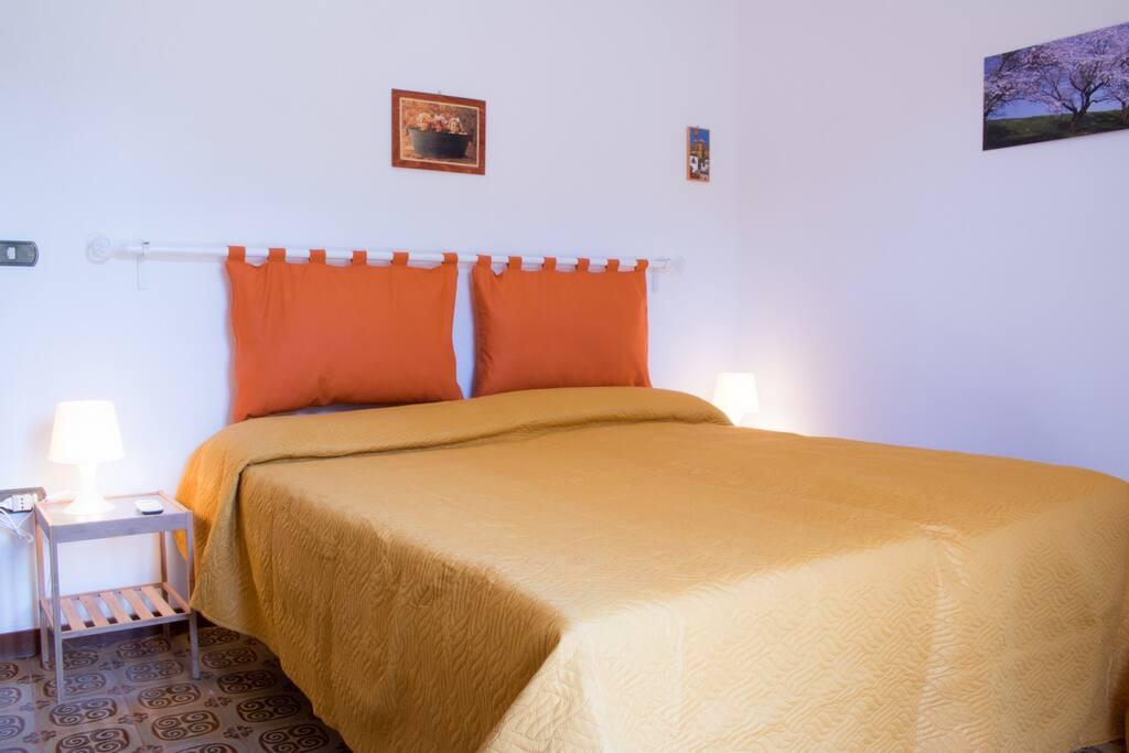 Appartamento ippocampo in centro a fondi appartamenti in for Centro soluzioni airbnb