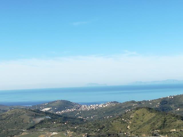 Vista dall'appartamento Agropoli con l'isola di Capri