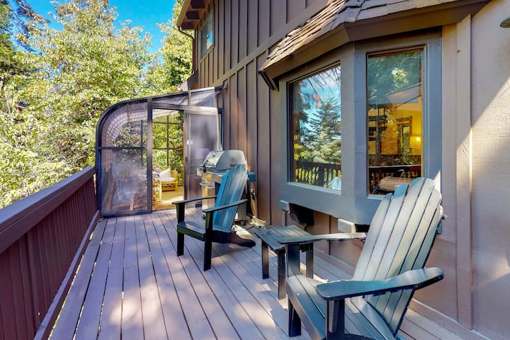 Beautiful home w/ wood fireplace & furnished deck w/ forest views - near skiing!