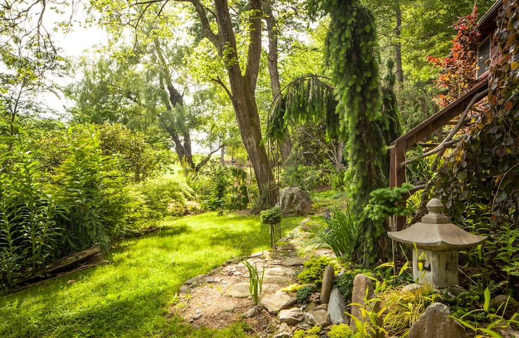 Magical Garden Retreat-Your Romantic Getaway !!