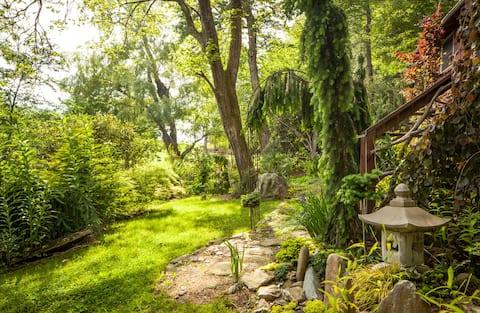 Magical Garden Retreat-Your Romantic Getaway !!