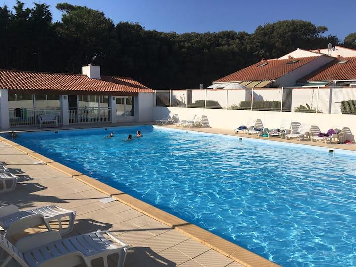 Maison BDM avec piscine dans une résidence privée