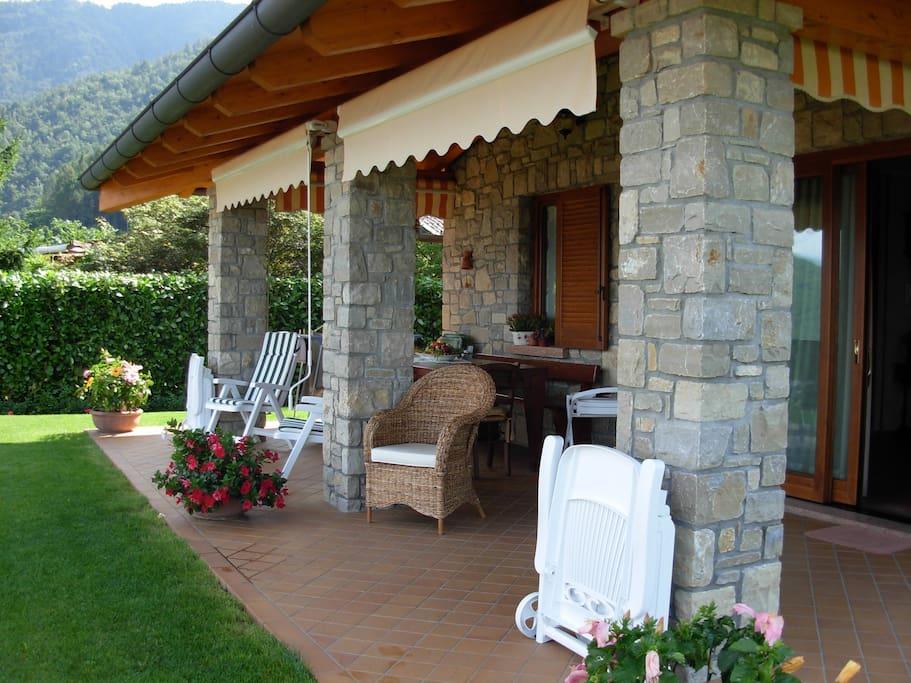 Villa vista lago ville in affitto a pisogne lombardia for Affitti cabina grande lago orso