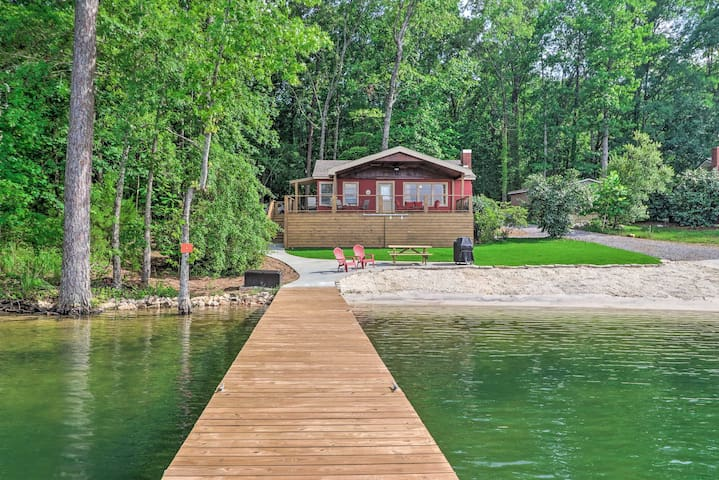 NEW! Waterfront Lake Martin Home w/ Grill & Beach!