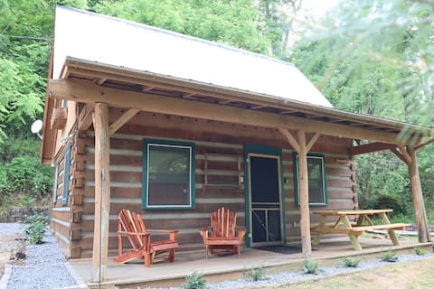 Quiet Cabin: Perfect basecamp for exploring WNC!