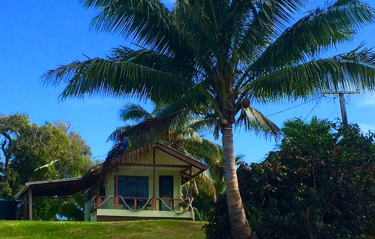 Eco-tourist friendly lagoon side bungalow. - Bungalov