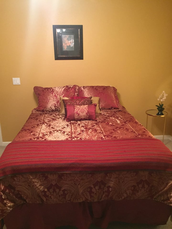 Queen Bed with Full Private Bath
