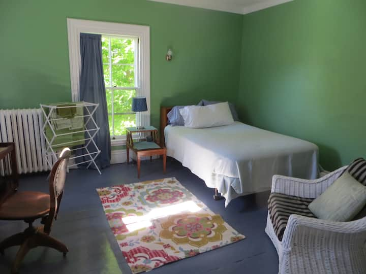 A guest room near Belfast downtown and harbor.
