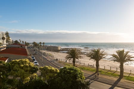 BEACHFRONT APARTMENT, CLOSE TO CAFES☕ FREE PARKING