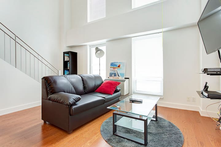 Renovated Condo Near Chinatown + Old Montreal