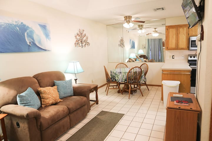 *Perfect Condo* *Walking or Running Trails*
