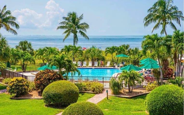 Oceanfront Condo For Rent on Sanibel Island