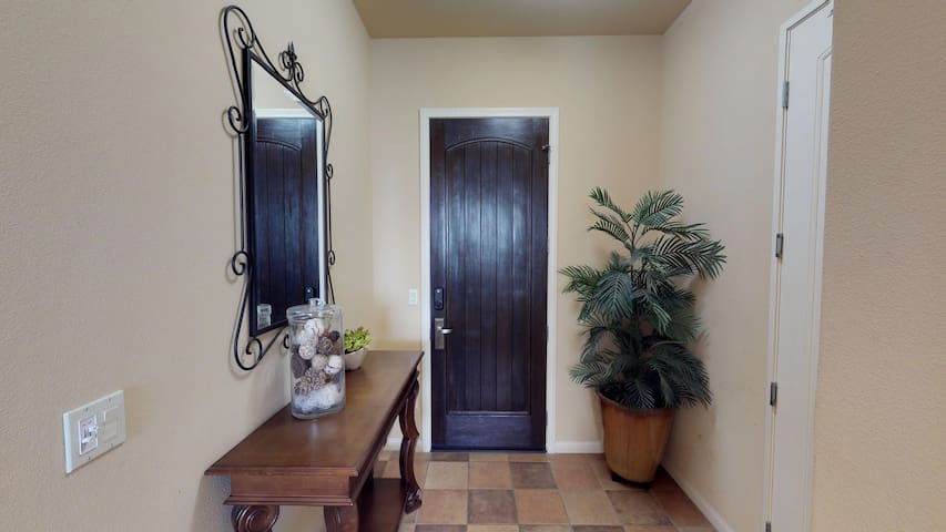 (LV108) Downstairs One Bedroom Legacy Villa Near the Main Pool