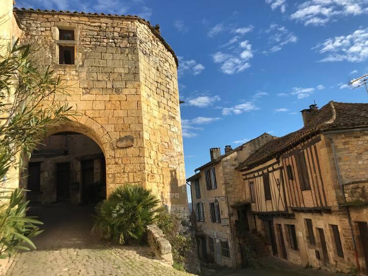 Maison Fleurie - Medieval city of Cordes sur Ciel