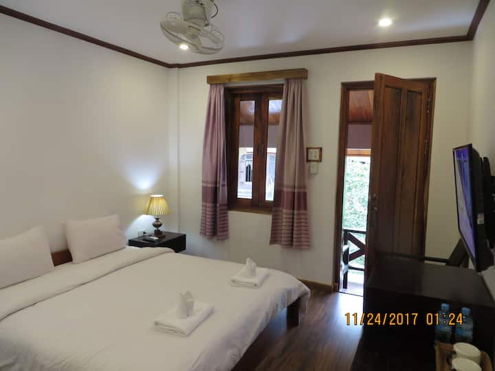 Superior Double Room Balcony Villa Namkhan River