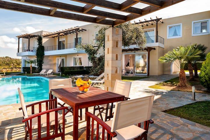 Luxury apartment + pool, close to the sea. - Chorafakia - Apartment