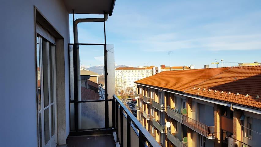 Vista sui monti ..e tetti di Cuneo
