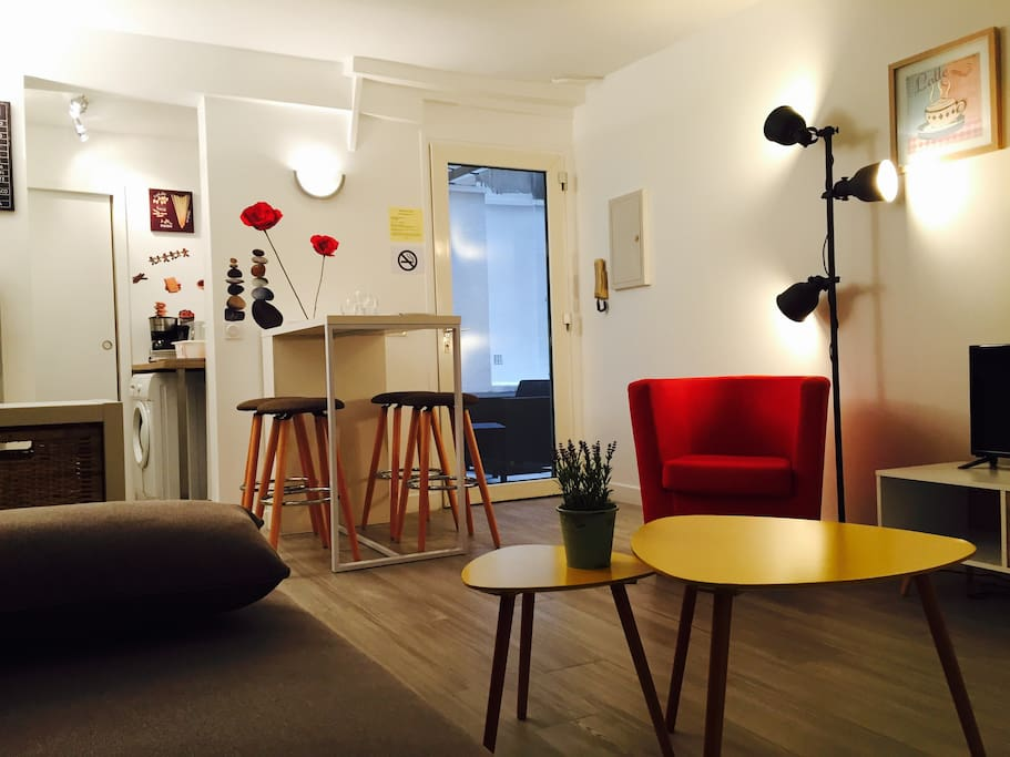 Studio neuf avec sa terrasse priv e paris centre for Studio neuf
