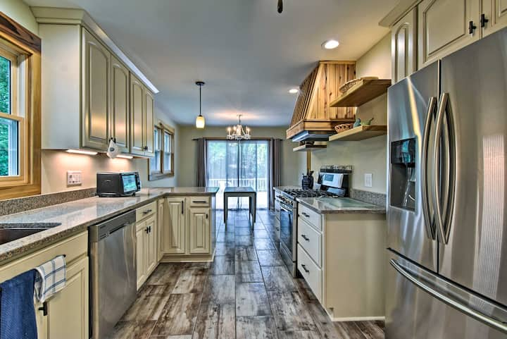 Updated Arden Home ~12 Miles to Downtown Asheville