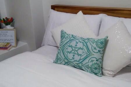 Cozy 1 Bed Room in Alabang - Condominium