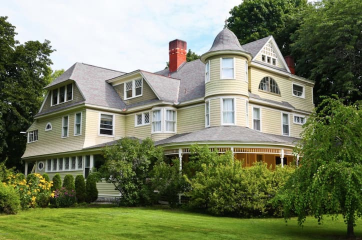 The Rising Tide Inn in the Heart of the Berkshires