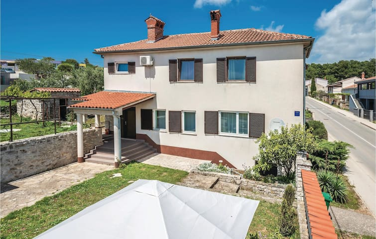 Semi-Detached house with garden in Pula