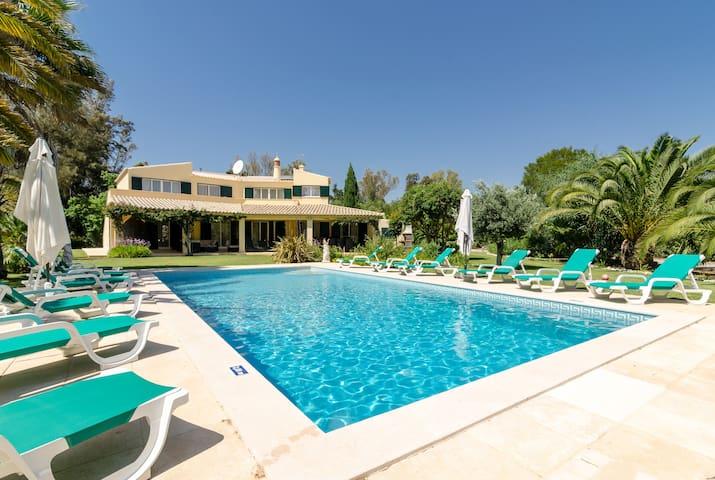 The Retreat - Luxury Villa in Penina
