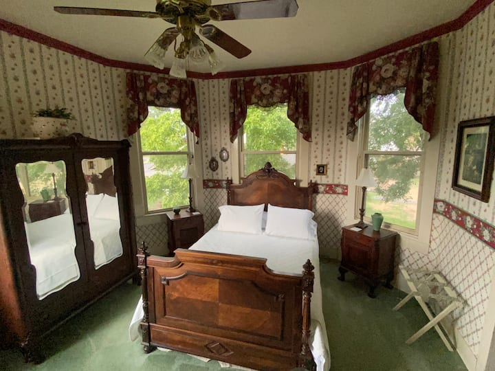 The Sam Rayburn Suite at Four Winds