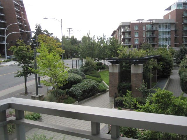 Great Location, Affordable, Modern, 2B,1B,parking - Victoria - Byt