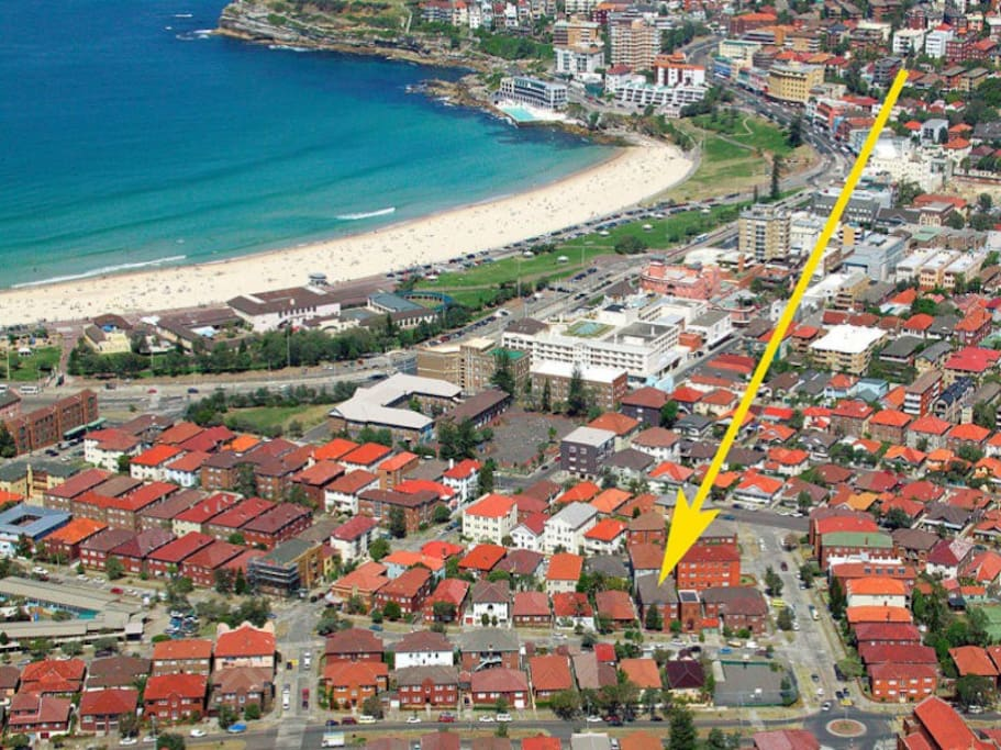 Minutes from the Bondi beach, bars and great restaurants.