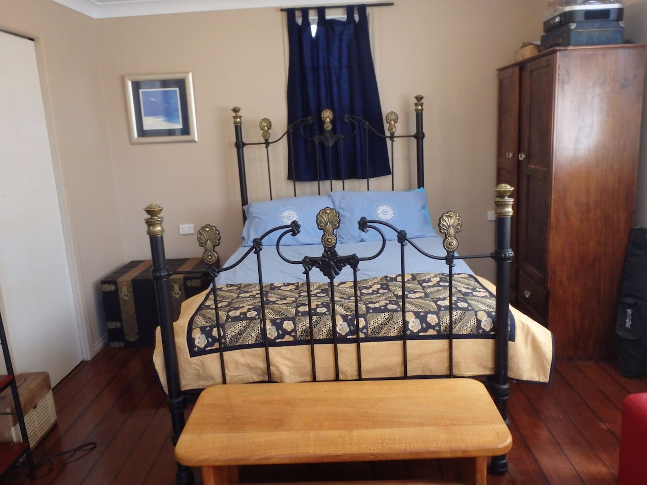 Comfy antique double brass bed