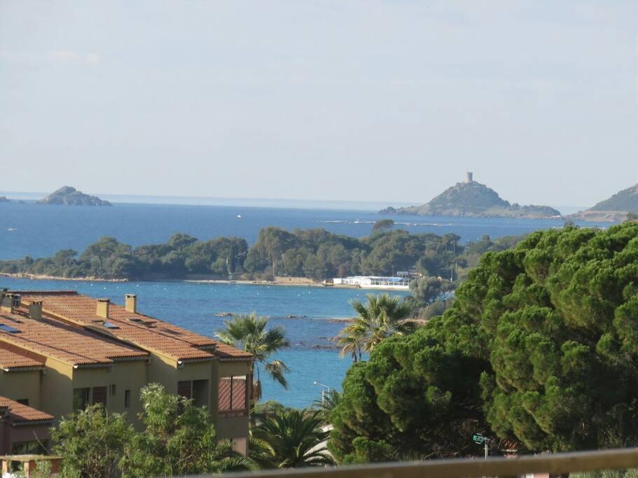 vue sur les iles sanguinaires et le golf d Ajaccio depuis la terrasse