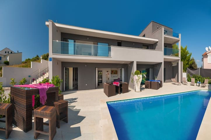 Modern Villa Martinis, 40 m from the beach - Rogoznica - Villa