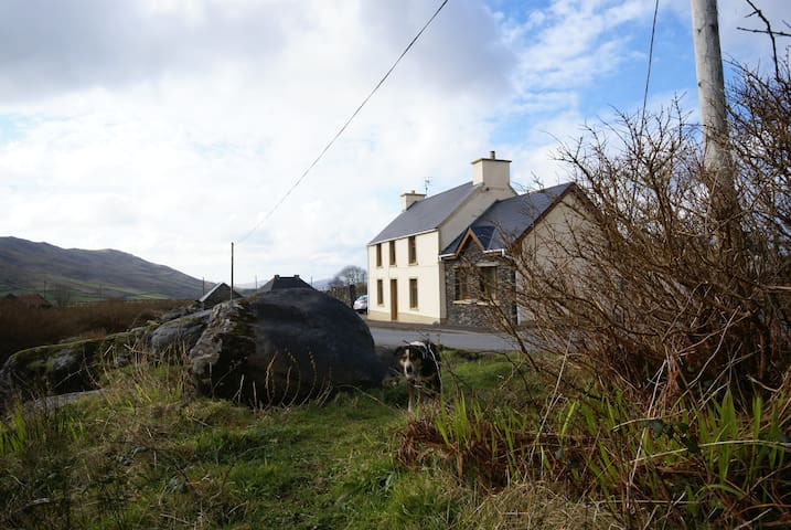 Gamekeepers Cottage & Farm Dingle 1 - Dingle - Bed & Breakfast