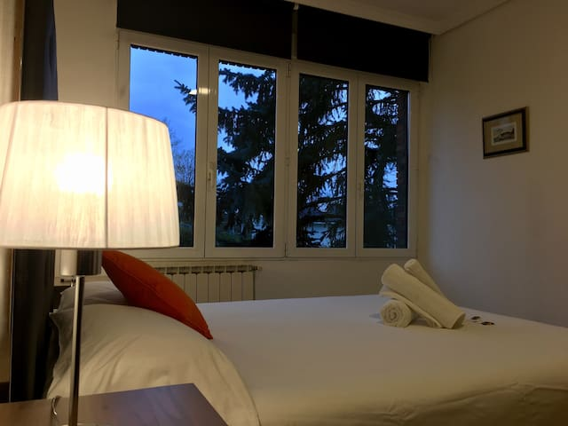 ¡Double bed room with bathroom WIFI+parking!Nº4