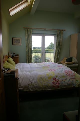 Comfy ensuite double, space to breathe nr Nantwich