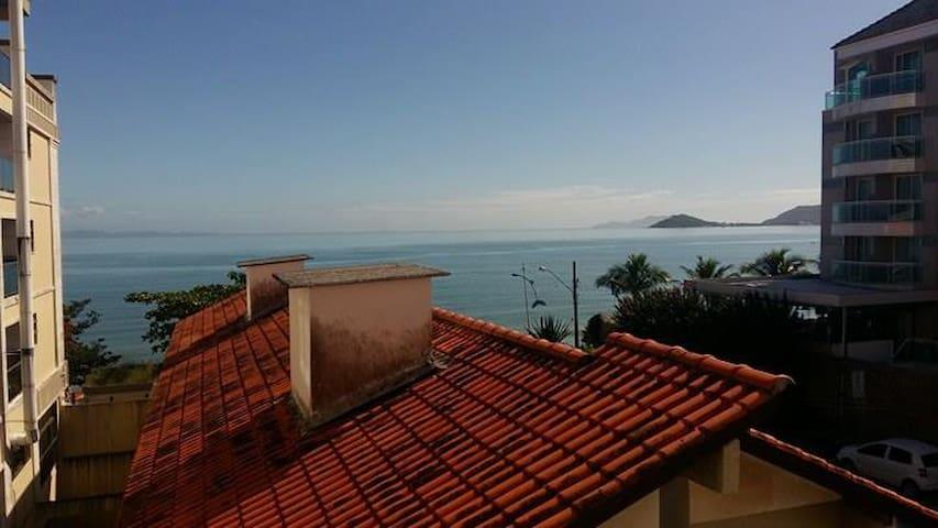 Com vista para o mar no centrinho de Canasvieiras.
