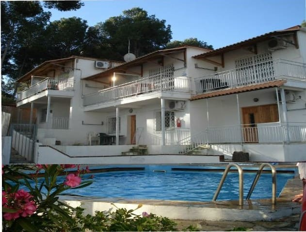 salou,piscina,parking,wifi,tv,apartamento n 1 - ซาลู - บ้าน