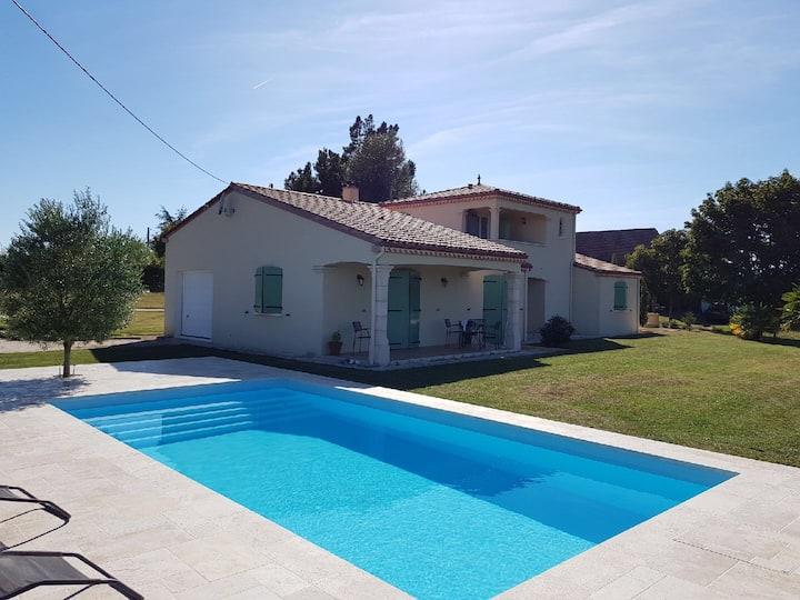 Maison avec piscine à la campagne