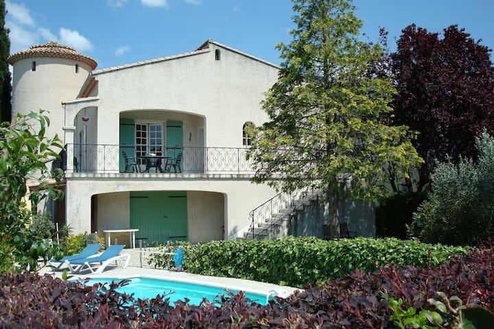 Prachtige villa in Nyons met zwembad