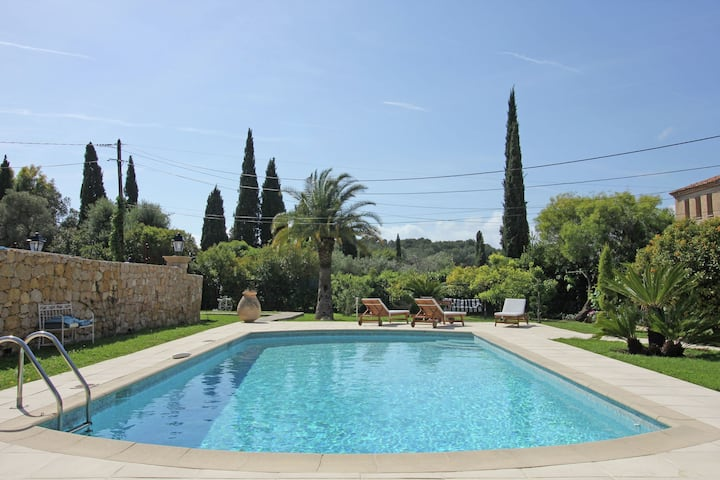 Quaint Holiday Home in Antibes with Swimming Pool