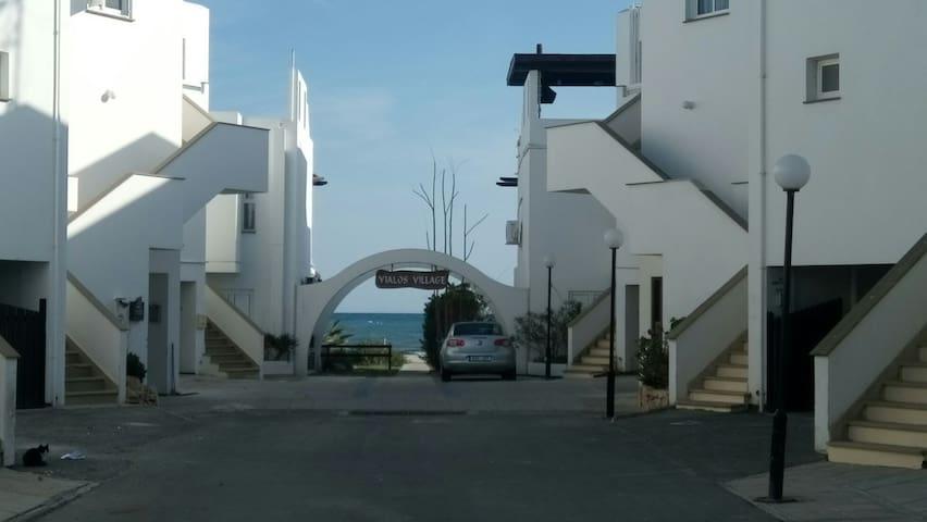 COZY HOLIDAY BEACH HOUSE