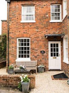 Bijou cottage in the centre of town - Marlborough - Bed & Breakfast