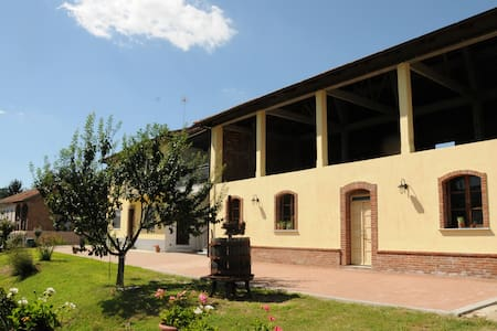 B&B La Coccarda - castell'alfero - Bed & Breakfast