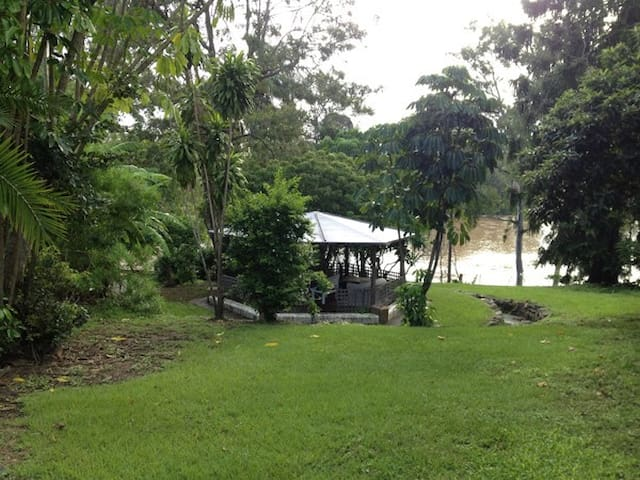 Riverfront Apartment in Graceville - Graceville - Apartamento