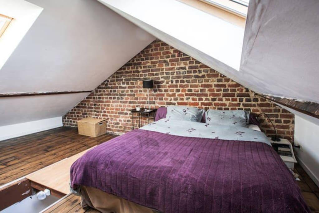 chambre sous les combles lit king size