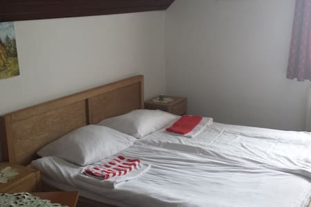 Double Room with Share bathroom - Cerklje na Gorenjskem - Bed & Breakfast