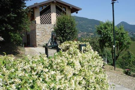 B&B Cascina Valgrande - Palazzago (Bergamo) -Italy - Palazzago - Aamiaismajoitus